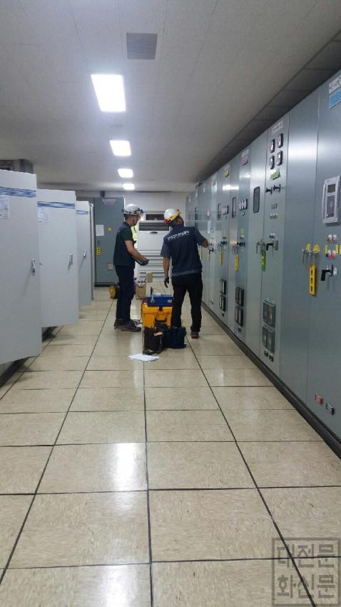 [크기변환]대전시, 여름철 수돗물 안전공급에 올인_월평정수사업소 전문기관(전기안전공사) 안전검사 실시.jpg