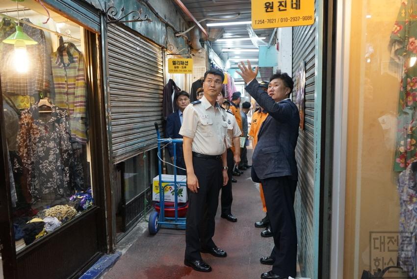 [크기변환](사진보도)김태한 대전소방본부장 전통시장 현장점검 (3).jpg