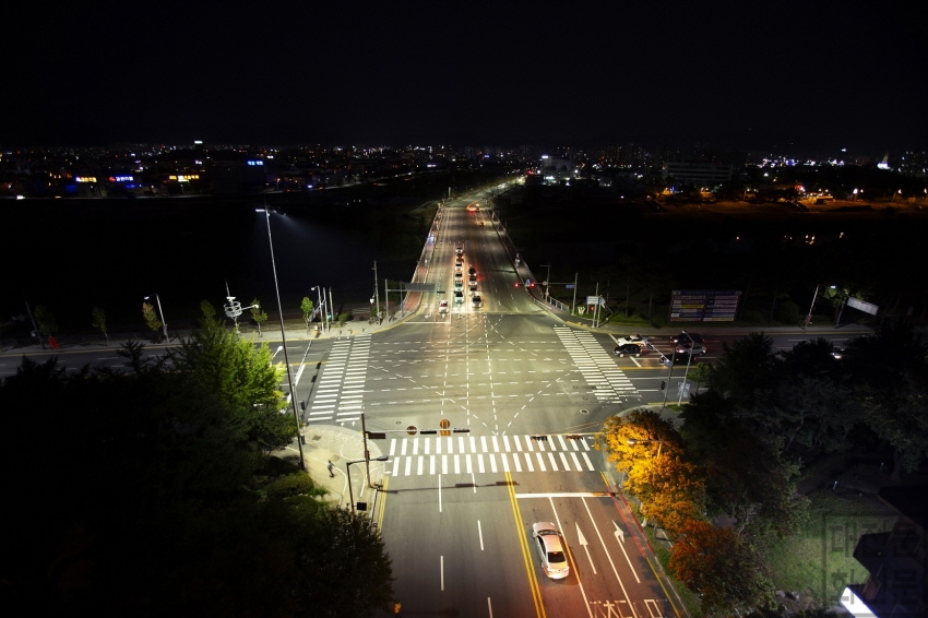 [크기변환]대전시, 시민 안전 생명탑 (교차로 조명타워) 본격 가동_삼천교네거리 설치후.jpg