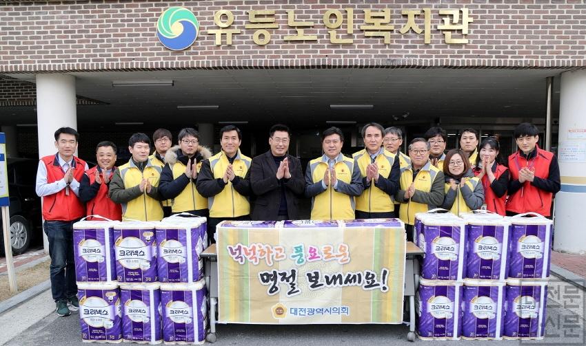 [크기변환]대전시의회 김종천 의장 설명절 위문 사진.JPG