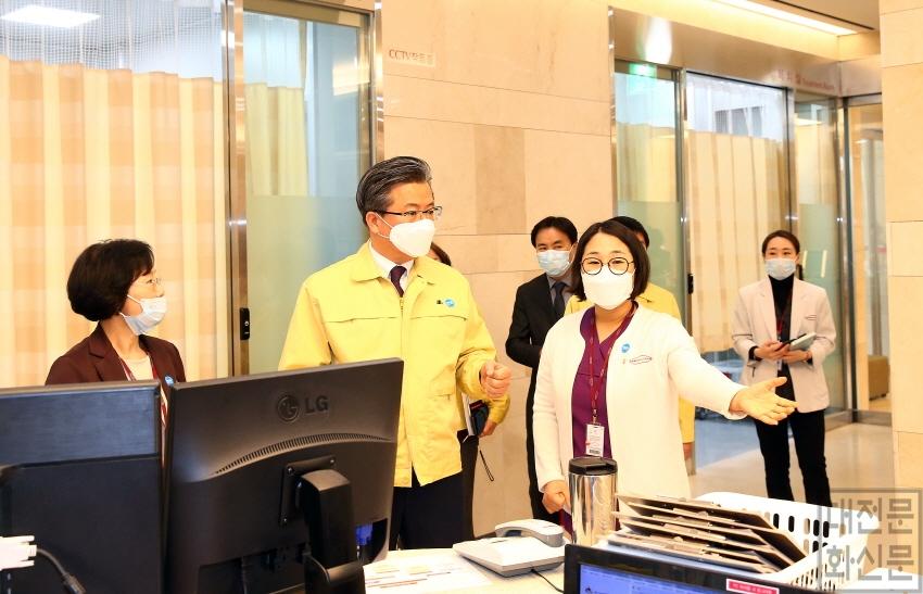 [크기변환]유성선병원선별진료소 방문 2.jpg